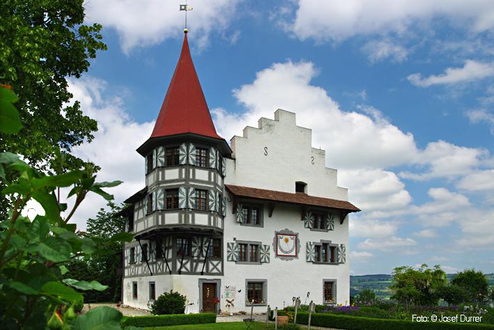 Heute dient das Schloss Wartensee vorwiegend als Ort der Ruhe, der ...: www.seetal-plus.ch/Burgen_u_Schloesser/Wartensee_Schloss.html